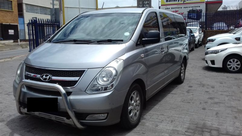 mpv 8 seater booking